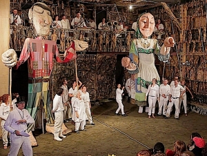 Bread and Puppet Theater Brings Political Discourse, Audience Participation to Campus