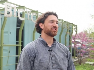 In the News: Justin Booth, '00