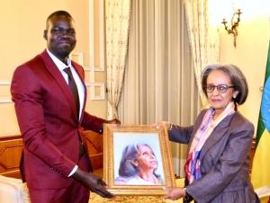 Alumnus, Artist Paints Portrait for Ethiopia's First Female President