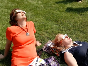 Crowd Cheers, Applauds the Peak of Western New York's Eclipse