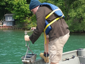 Great Lakes Center Conducts Sampling of Lower Niagara River